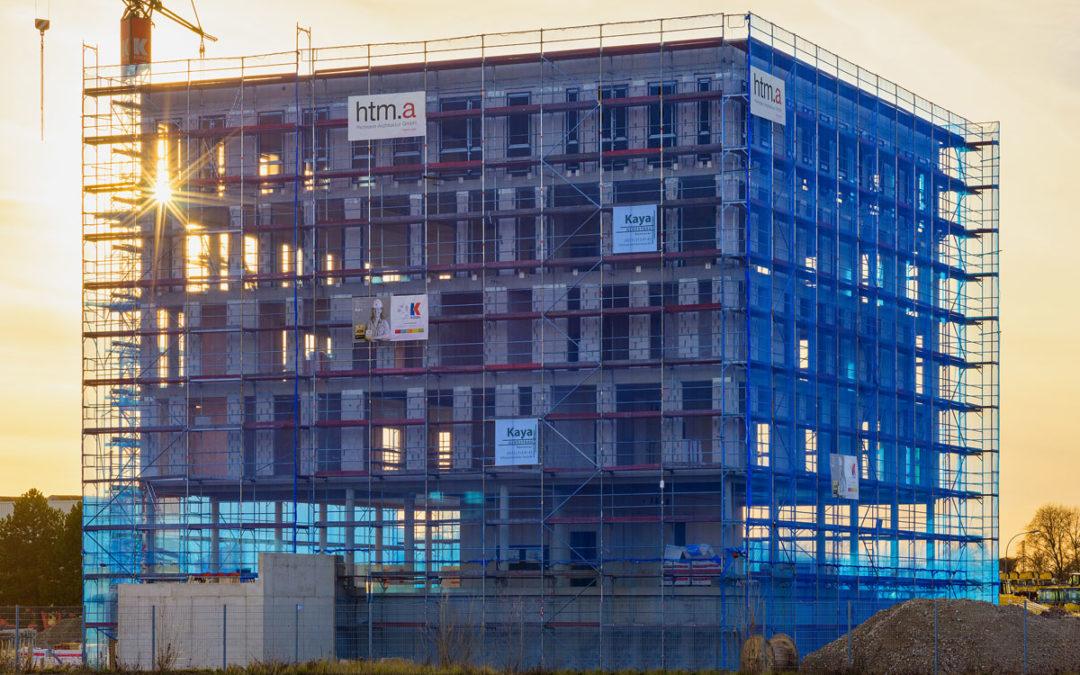 Komatsu Verwaltungsgebäude ist im Rohbau fertig